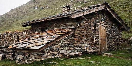 CHIUSI per Covid-19 i rifugi non gestiti, bivacchi e aree di sosta coperte nei Parchi Alpi Cozie